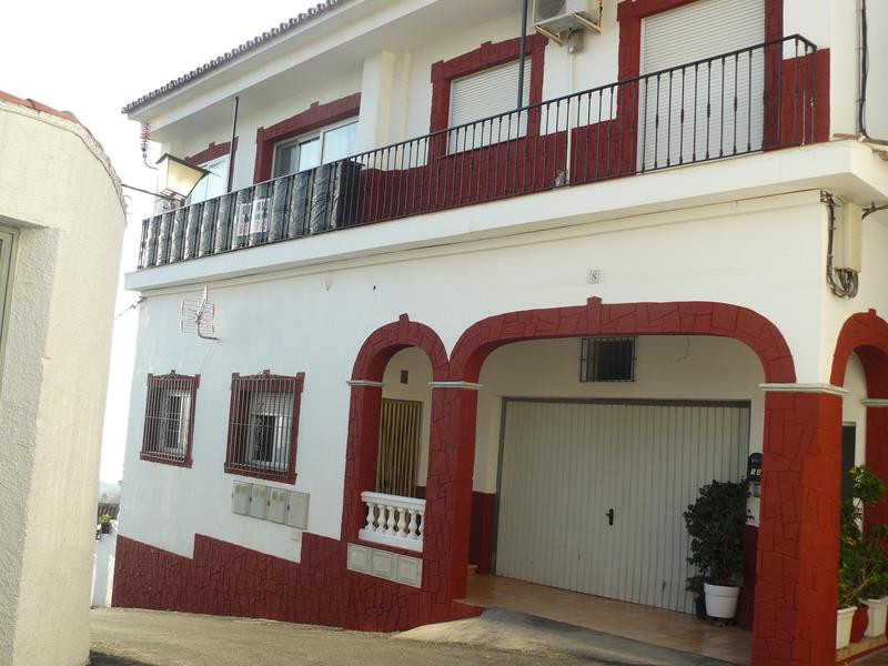 3 BED APARTMENT - PANORAMIC VIEWS - BENALMADENA PUEBLO   Situated in the much sought after area of B,Spain