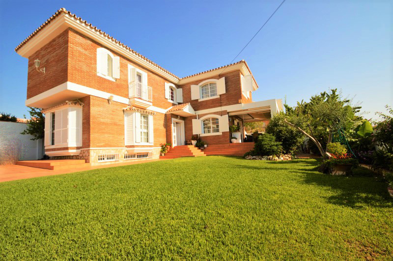 Detached Villa, Torremolinos, Costa del Sol. 4 Bedrooms, 4 Bathrooms, Built 311 m², Garden/Plot 140 , Spain
