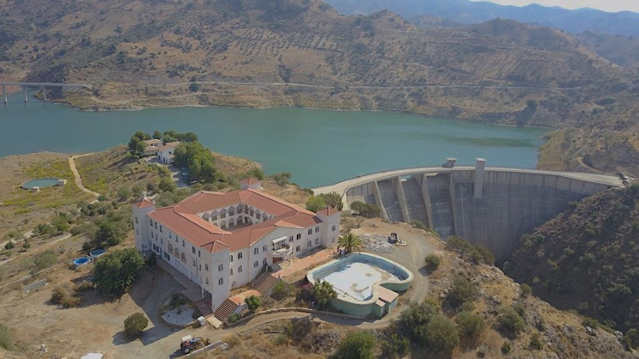 This exceptionnal Finca is a stunning property overlooking a dam with spectacular views down the val,Spain