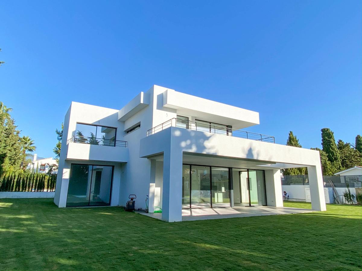 Marbella Banus Villa – Chalet en Venta en Atalaya – R3752233