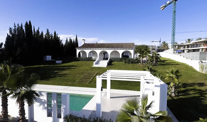 Villas for sale in Estepona (New Golden Mile) 3