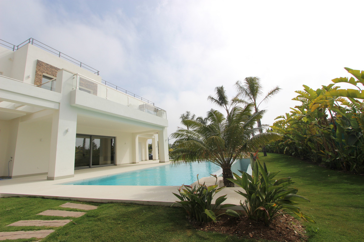 5 Bedroom Villa For Sale, Guadalmina Baja