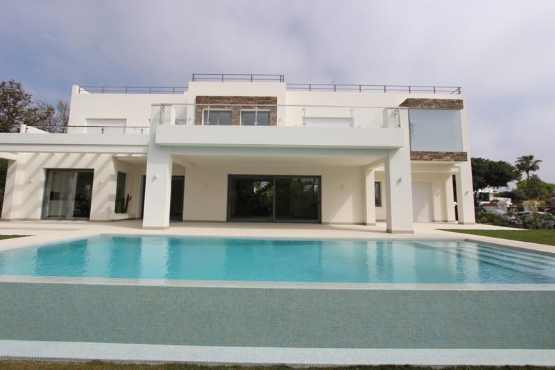 Villa – Chalet en venta en Guadalmina Baja – R3572875