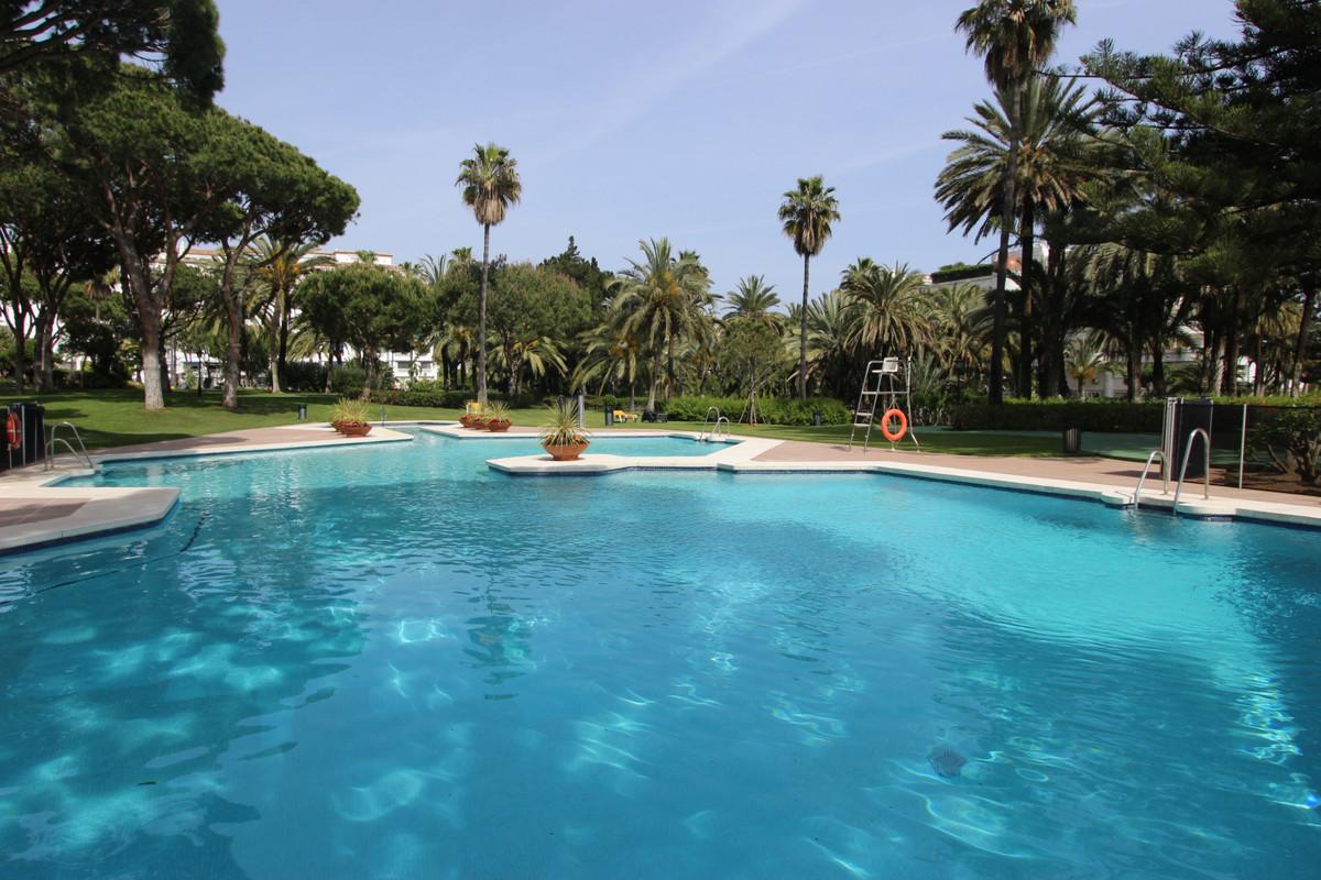 Marbella Banus Apartamento Planta Media en Venta en Puerto Banús – R3569611