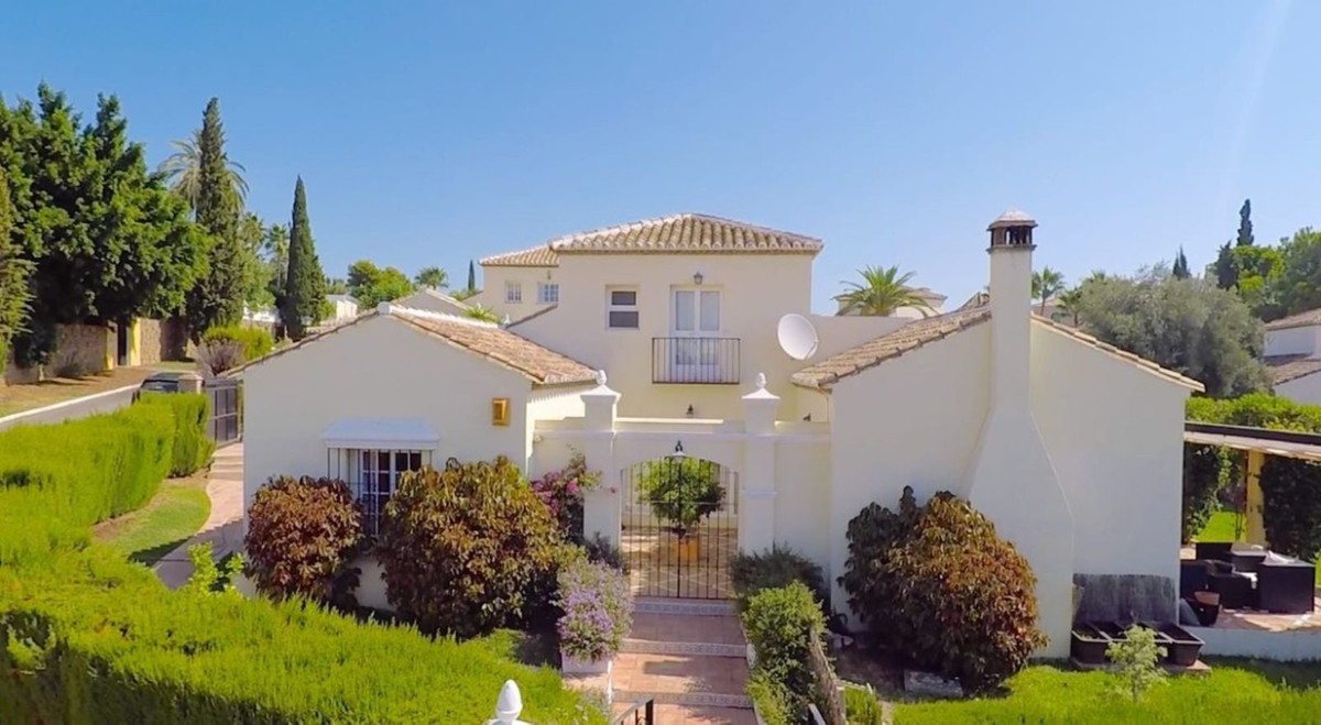 Independent Villa in El Paraiso Alto with private garden.  South facing with sea views .  Very low m,Spain
