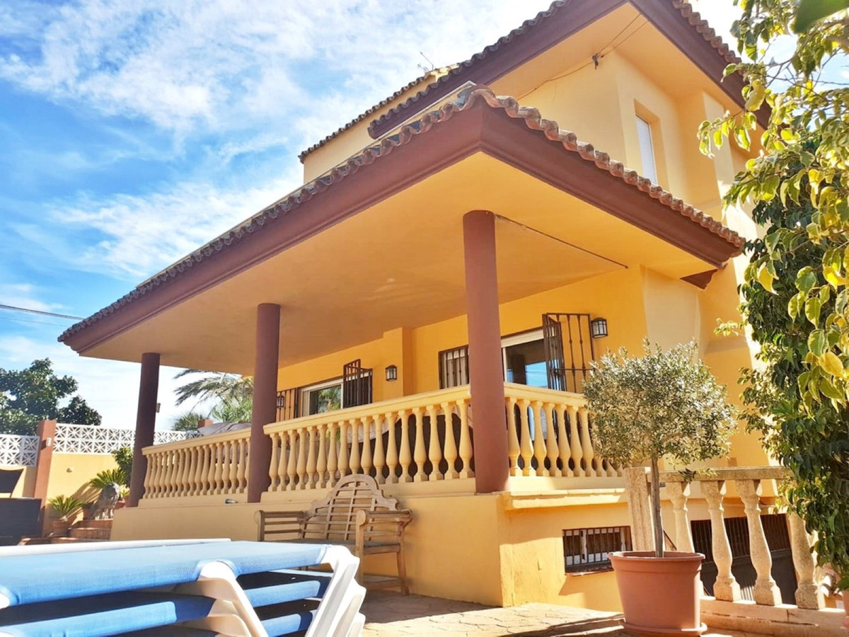 Very good located Villa in Nueva Andalucia upper part with Sea views and south orientation. The prop,Spain
