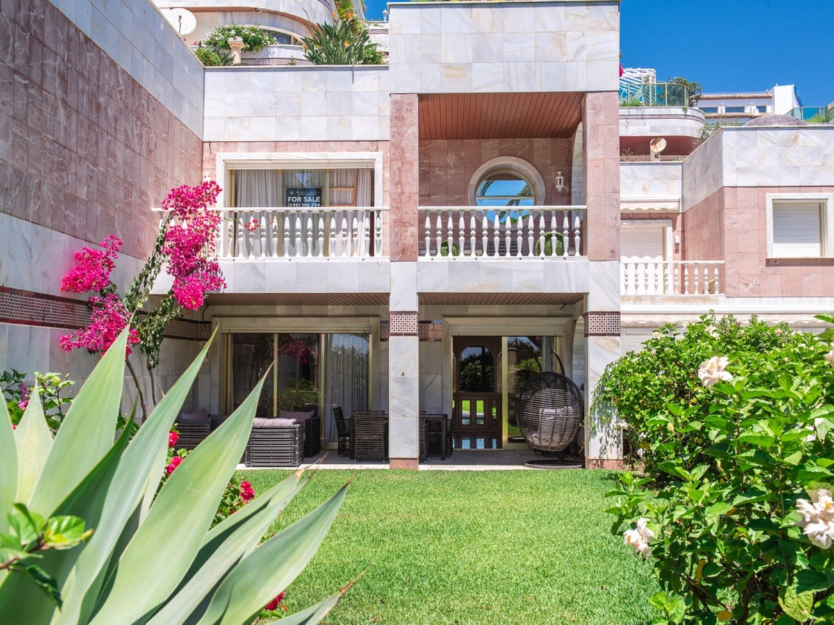 Reduced price - very good investment opportunity!! Frontline beach garden duplex in one of the most , Spain