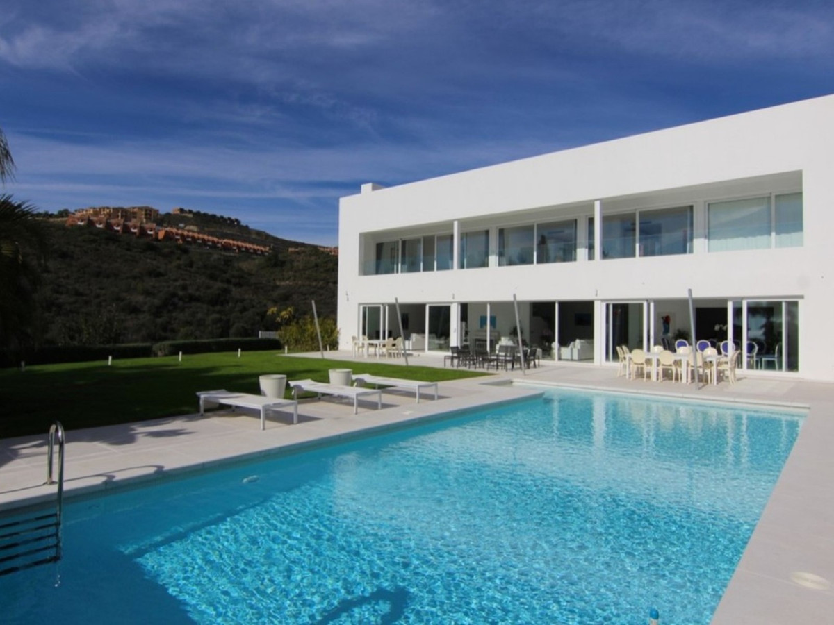 6 Bedroom Detached Villa For Sale El Paraiso