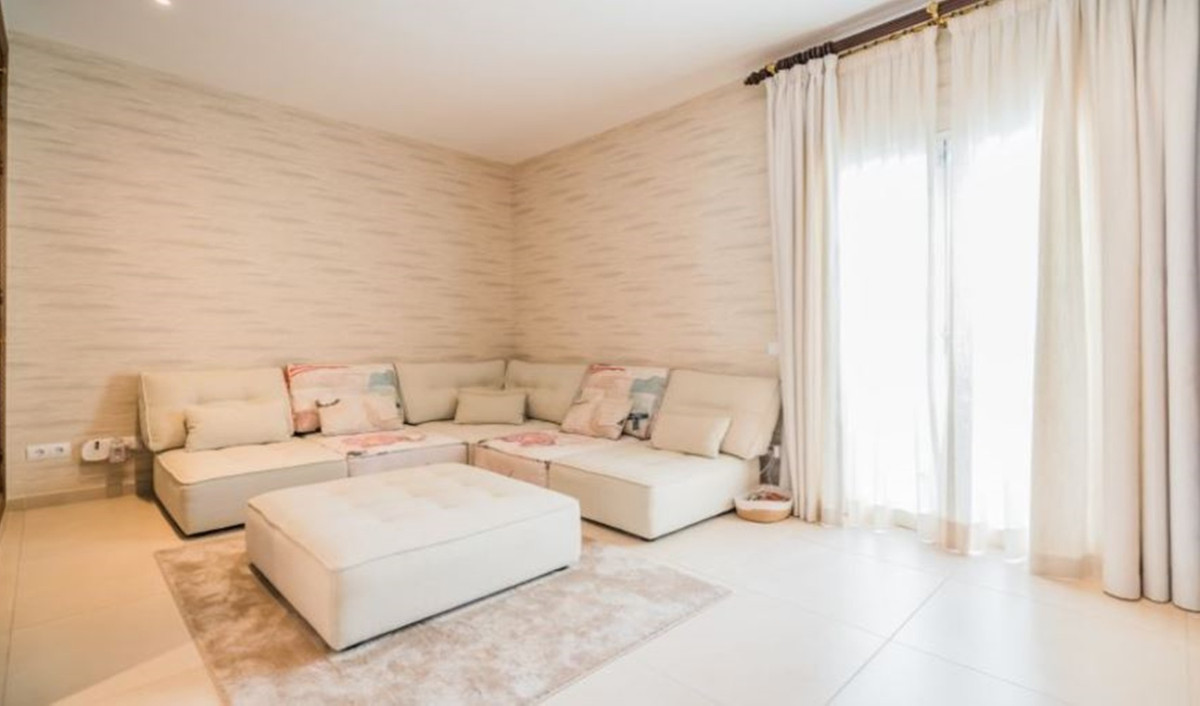 Apartamento Planta Media en Venta en Puerto Banús – R3639923