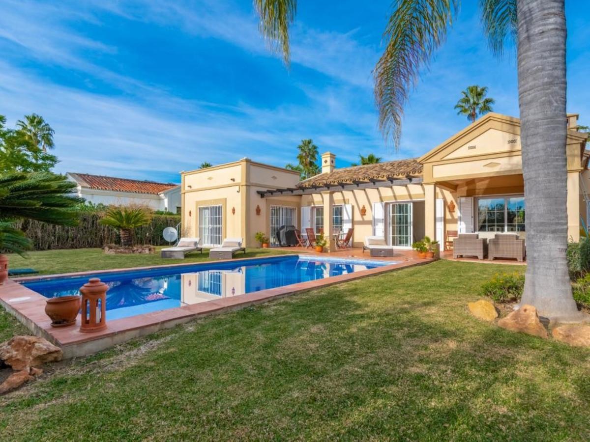Marbella Banus Villa en Venta en Nueva Andalucía – R3771613