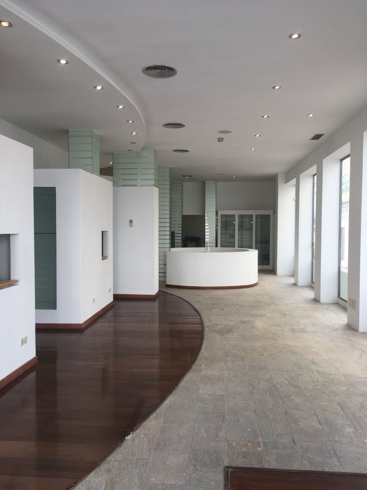 Excellent commercial premises in the heart of the city of San Pedro, on the pedestrian, a place surrSpain