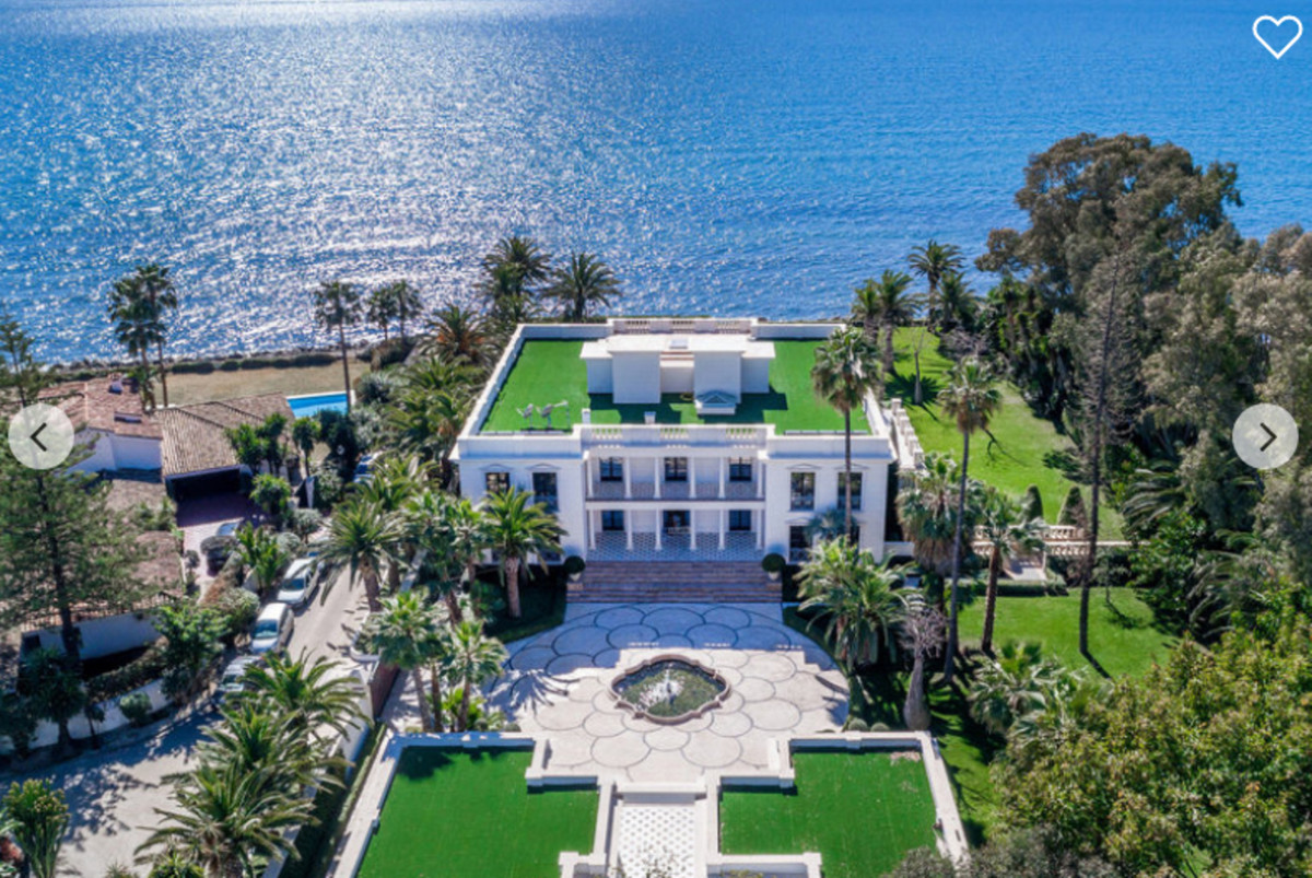 Welcome to this fantastic mansion of 3000m built front line beach in the prestigious urbanisation of,Spain