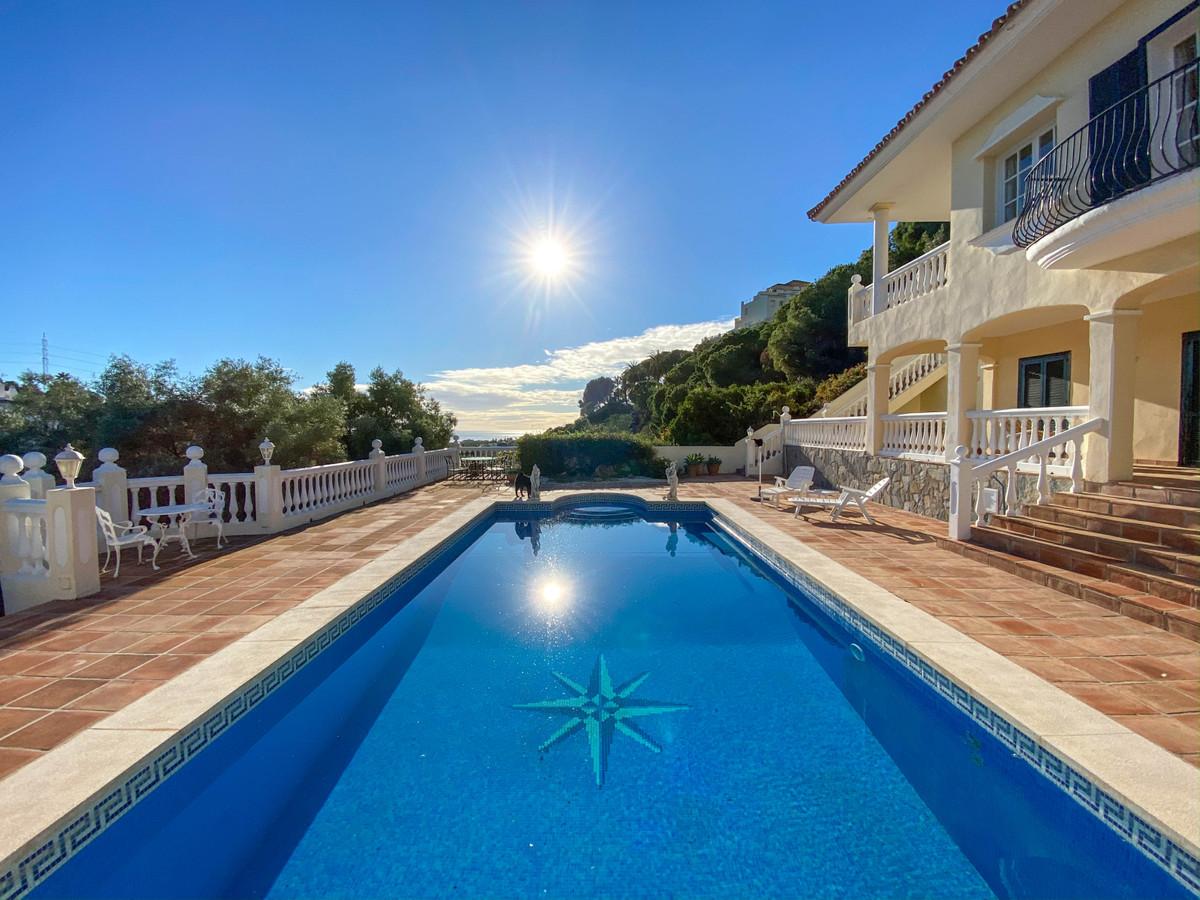 Marbella Banus Villa en Venta en Elviria – R3751186