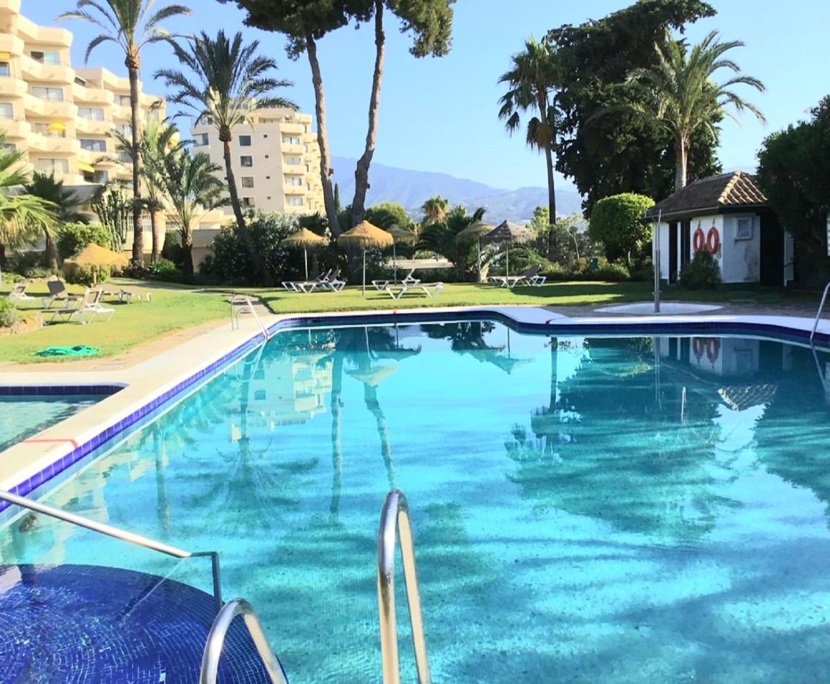 Marbella Banus Apartamento en Venta en Atalaya – R3674012