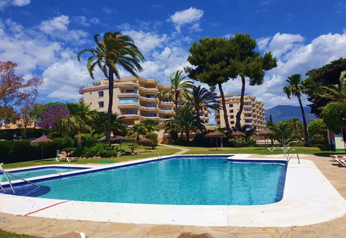 Very bright and spacious corner apartment/bungalow directly at the golf course of Atalaya, consistin,Spain