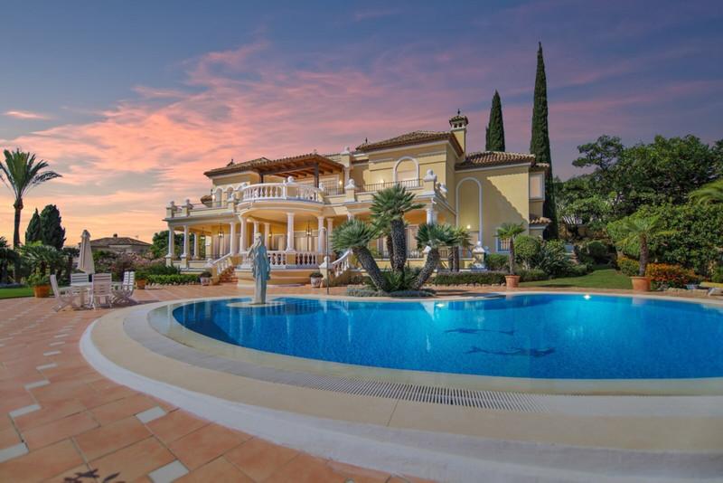 Villas for sale in Benahavis 29