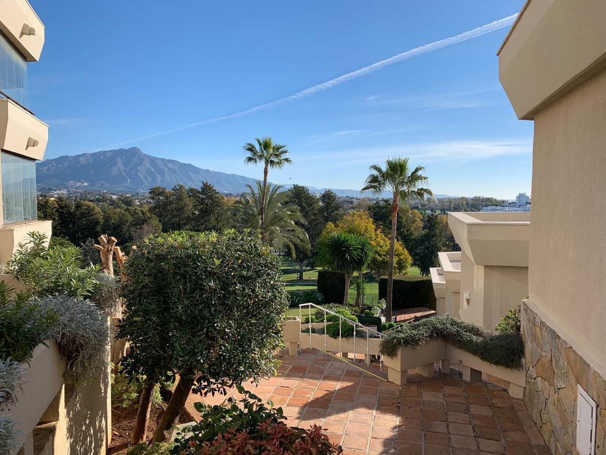 Marbella Banus Apartamento en Venta en Atalaya – R3560860