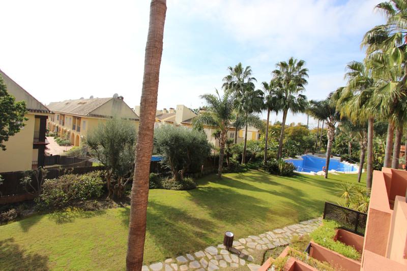 Marbella Banus Apartamento Planta Media en venta, Puerto Banús – R3549718