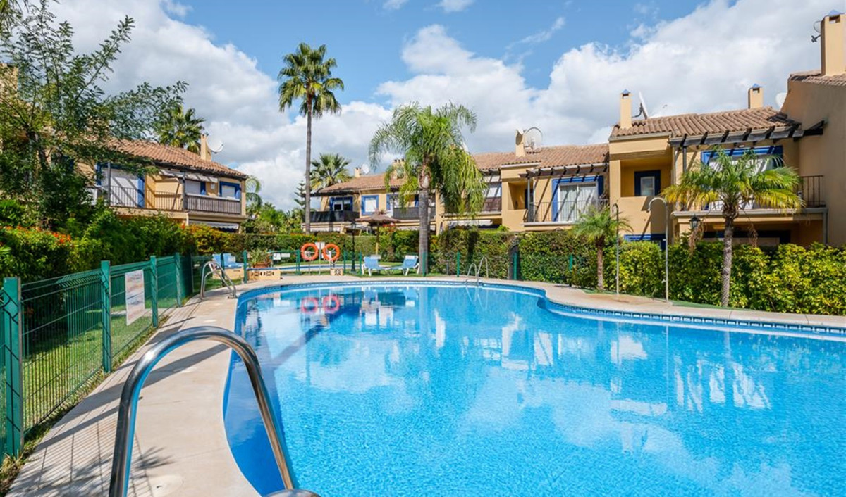 Townhouse for sale in Puerto Banús