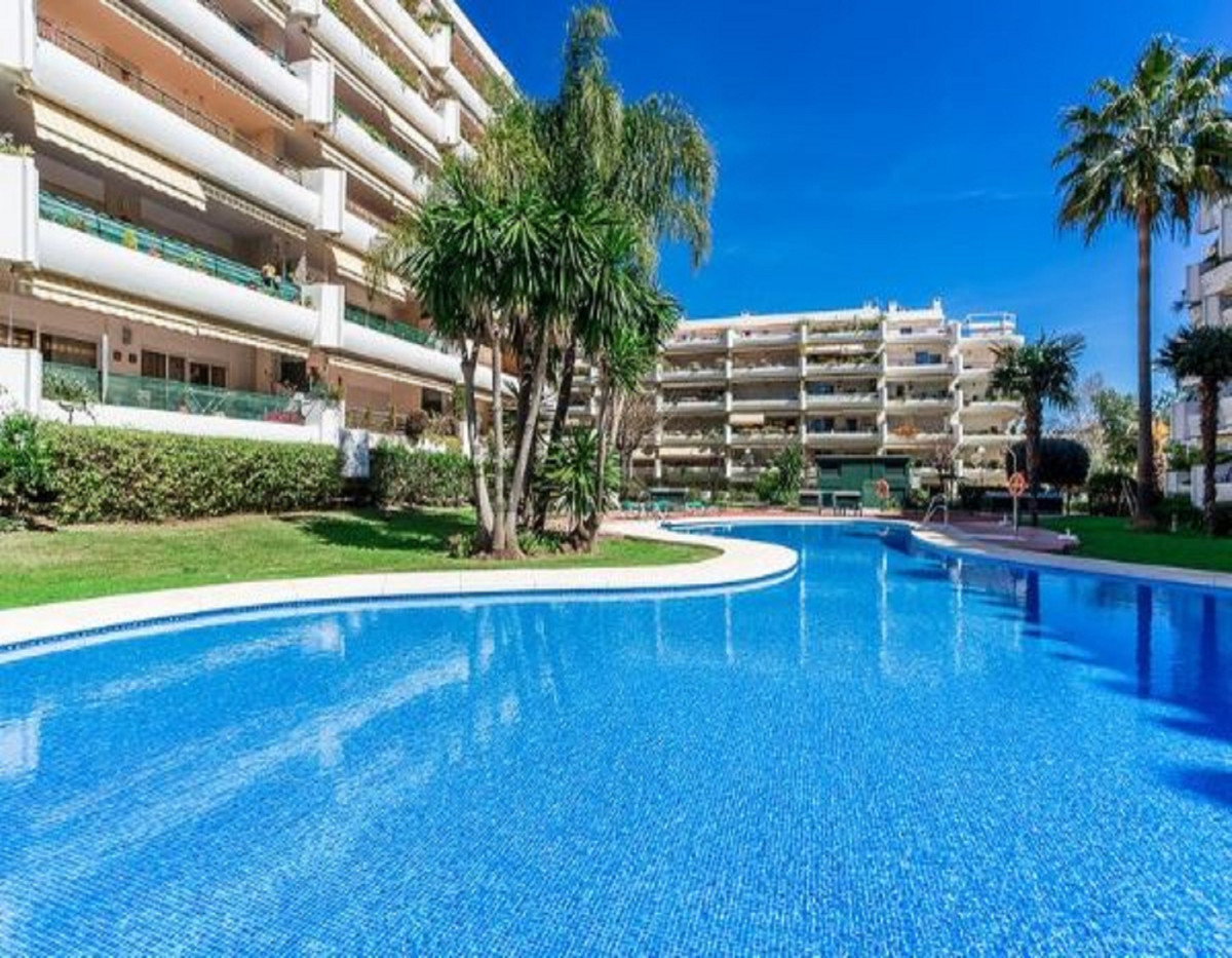 Apartment for sale in Guadalmina Alta