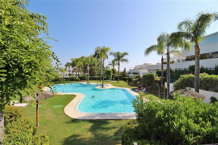 Lägenhet på mellanplan i Nueva Andalucía R3170956