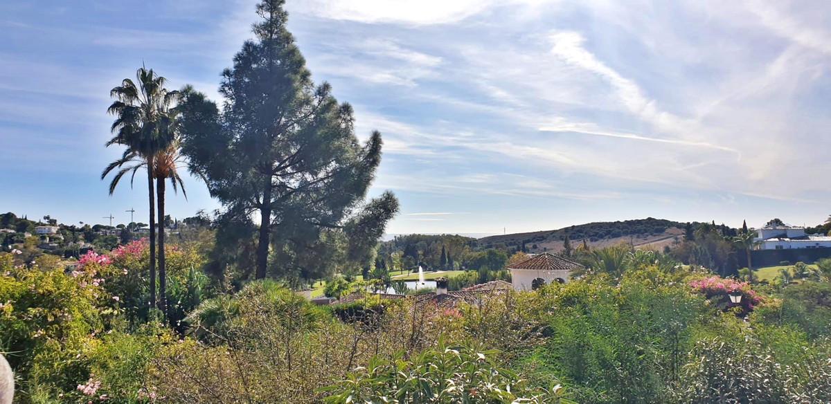 Ideal INVESTMENT Opportunity with high potential for professional builders in EL PARAISO ALTO.  Here, Spain