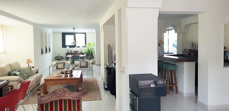 Villa – Chalet, Nueva Andalucía – R3505405