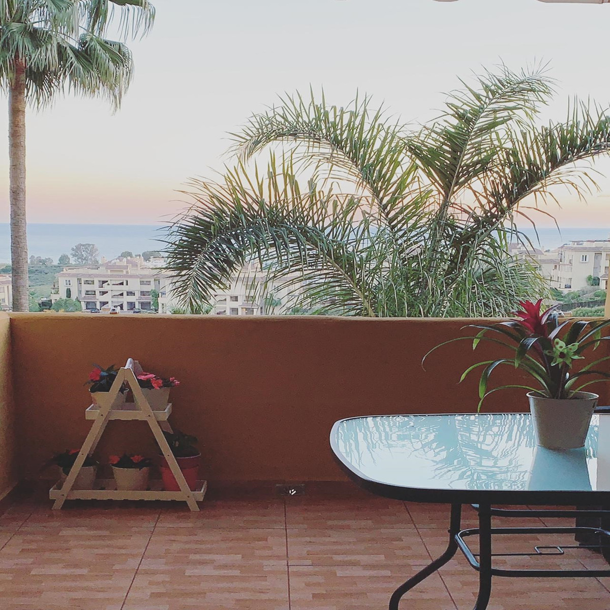 Middle Floor Apartment for sale in New Golden Mile R3533260