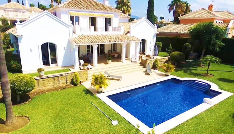 Detached Villa El Paraiso