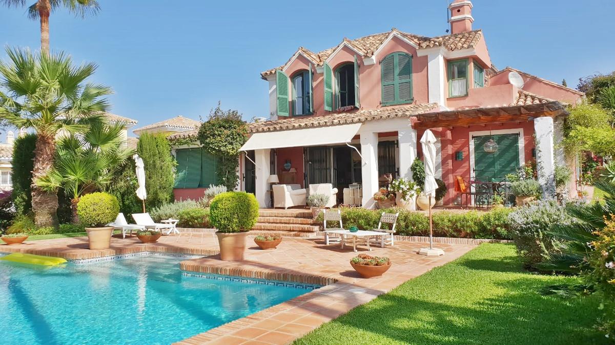 Detached Villa for sale in El Paraiso R3270238