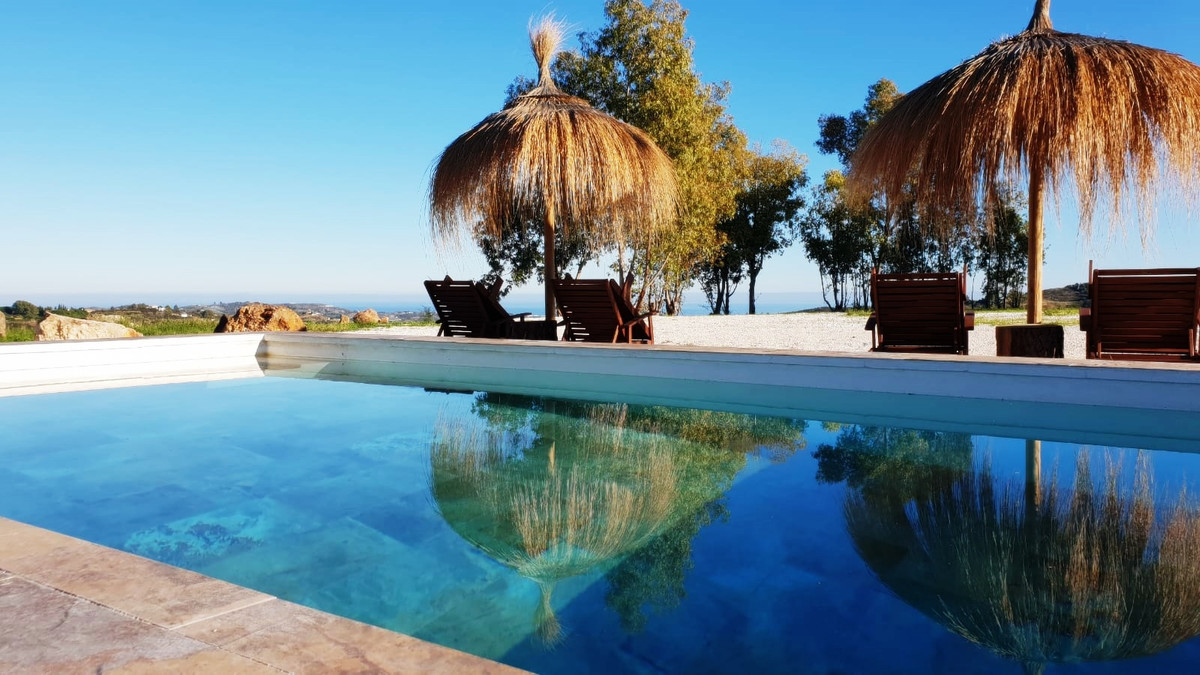 Authentic and traditional finca - country house with extra hourse hous! The two Fincas are located o,Spain