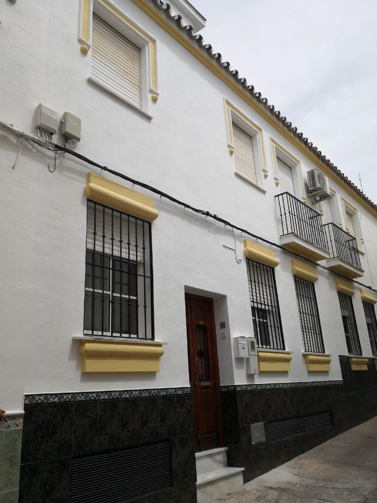 Semi-Detached House, Coin, Costa del Sol. 4 Bedrooms, 2 Bathrooms, Built 155 m², Terrace 23 m².  Set,Spain
