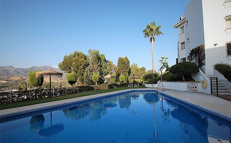 The price has been reduced!!!! Located in an elevated position enjoying fantastic views of the mount,Spain
