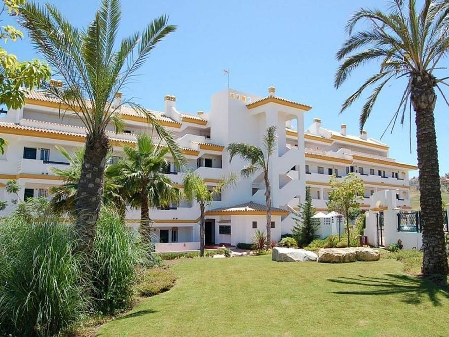 A Luxurious 2 bedrooms, 2 bathroom apartment with stunning garden, golf and sea views.  Calanova Gra, Spain