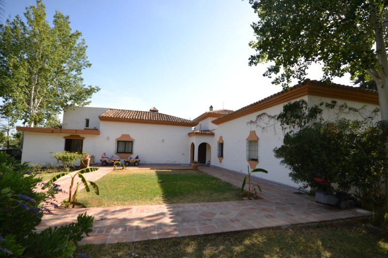 An opportunity to purchase a fantastic villa in Rancho de la Luz, spacious villa built on one level., Spain