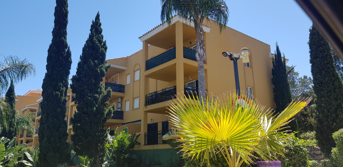 An exclusive listing, a spacious apartment in Miraflores front line golf with part Mediterranean sea,Spain