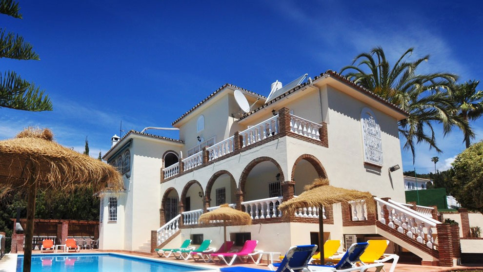 Magnificent villa price to sell, with 10 bedrooms close to all amenities, set within beautiful garde, Spain