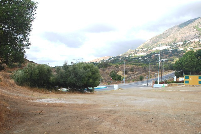 Commercial Investment. The commercial area is located next to the San Antonio which is on the Mijas , Spain