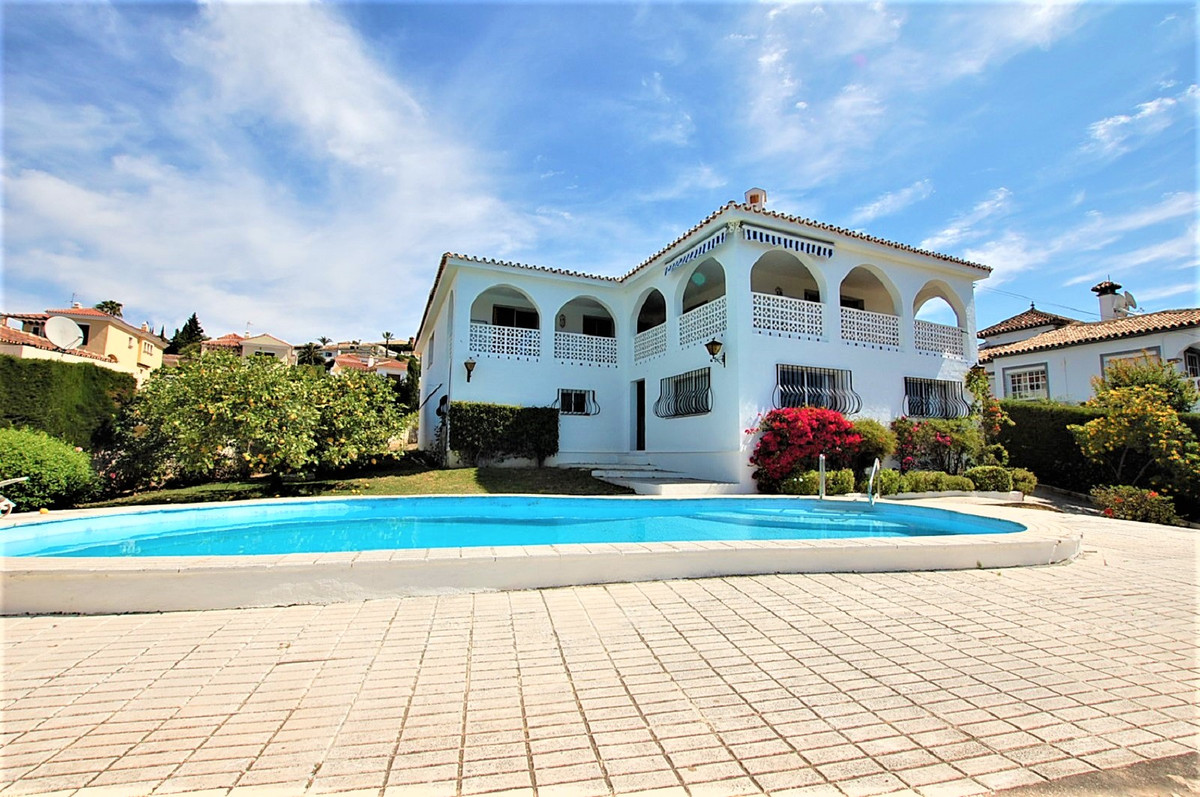 A spacious villa property with excellent access to all amenities. The villa has a large living room  Spain