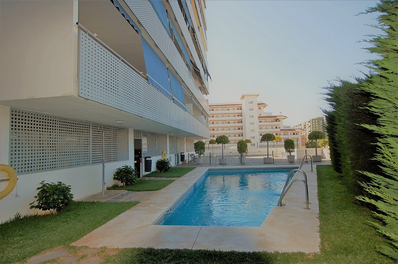 Apartment Middle Floor Fuengirola Málaga Costa del Sol R3212899