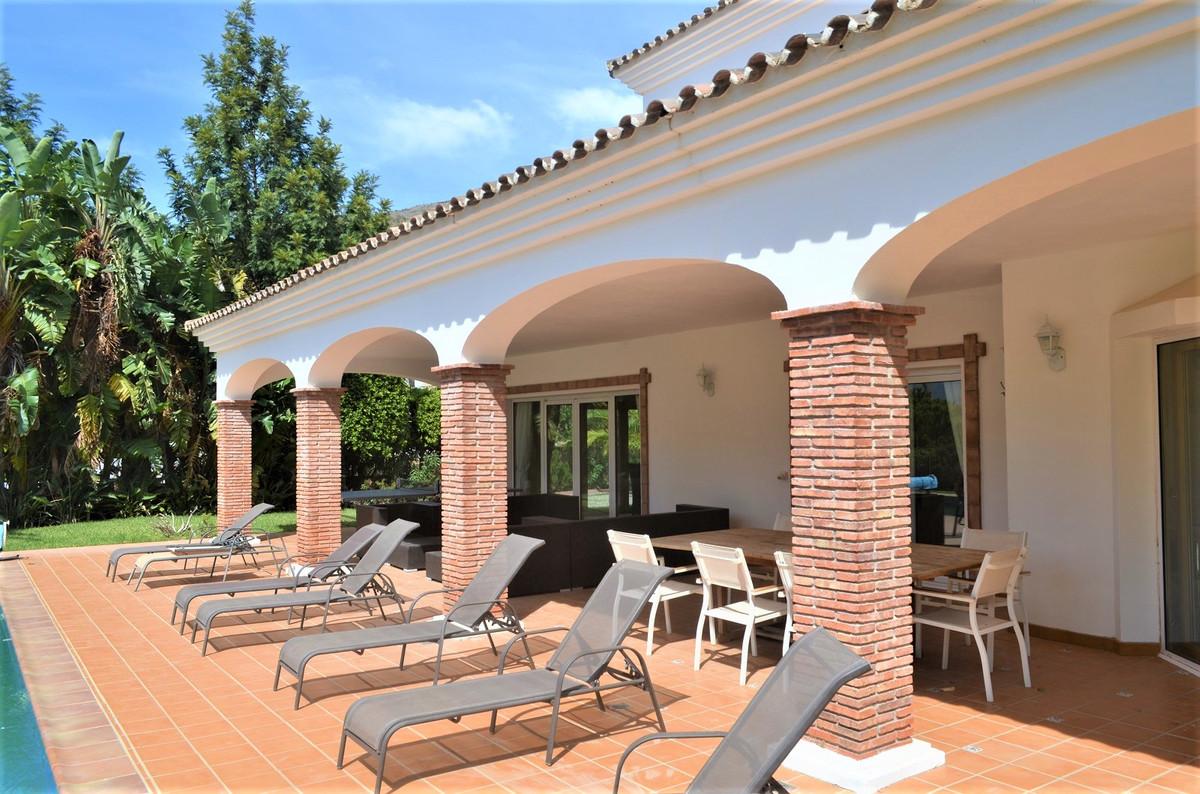Villa con 5 Dormitorios en Venta Valtocado