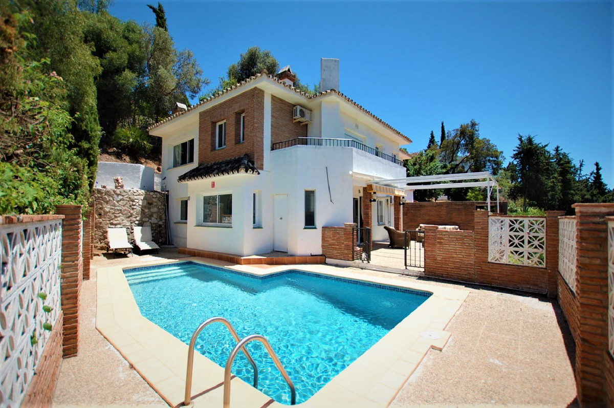 A modern villa offering open plan living in immaculate condition and features large, well-proportion, Spain