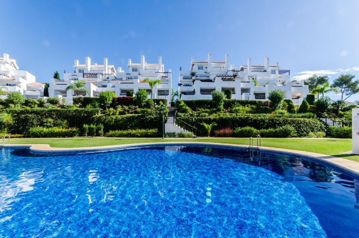 Beautifull renovated 2 bed, 2 bath apartment in the luxurious well know urbanisation Los Monteros Pa,Spain