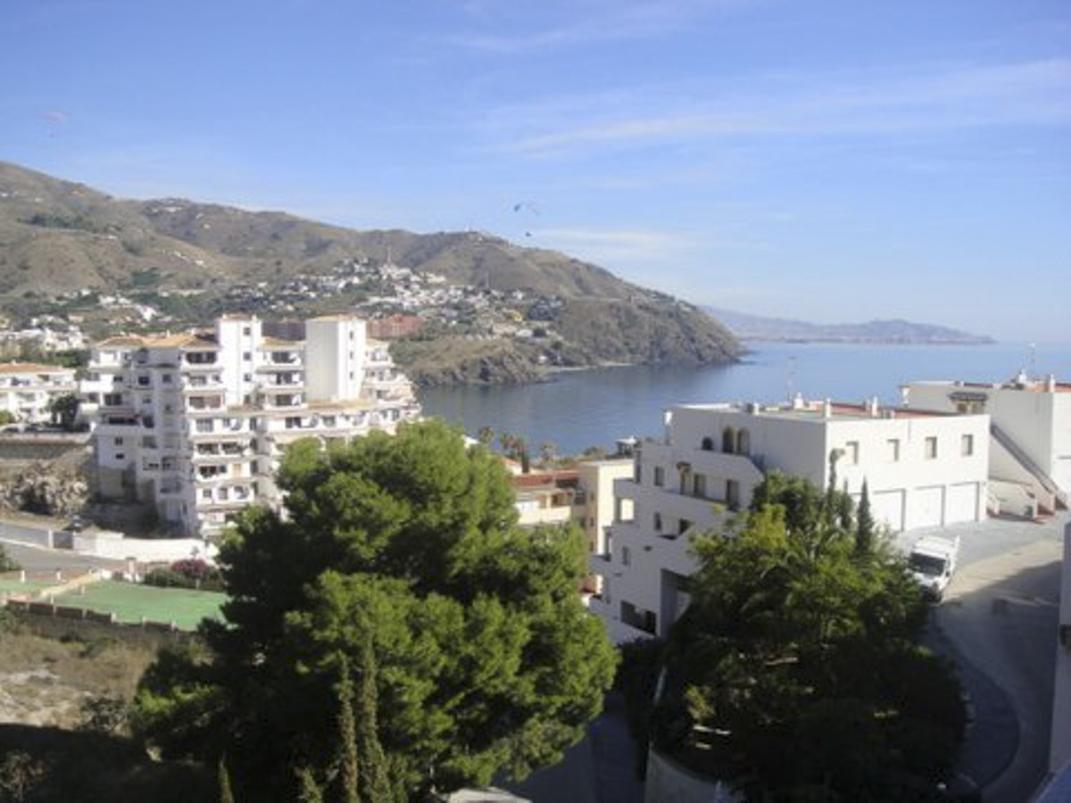 Beautiful apartment located in a private urbanization with shared pool, at 3 km from centre town and,Spain