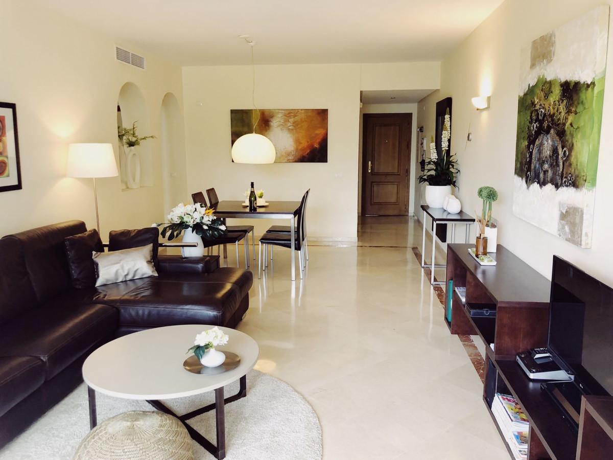 Apartamento Planta Media en Venta en New Golden Mile – R3530575