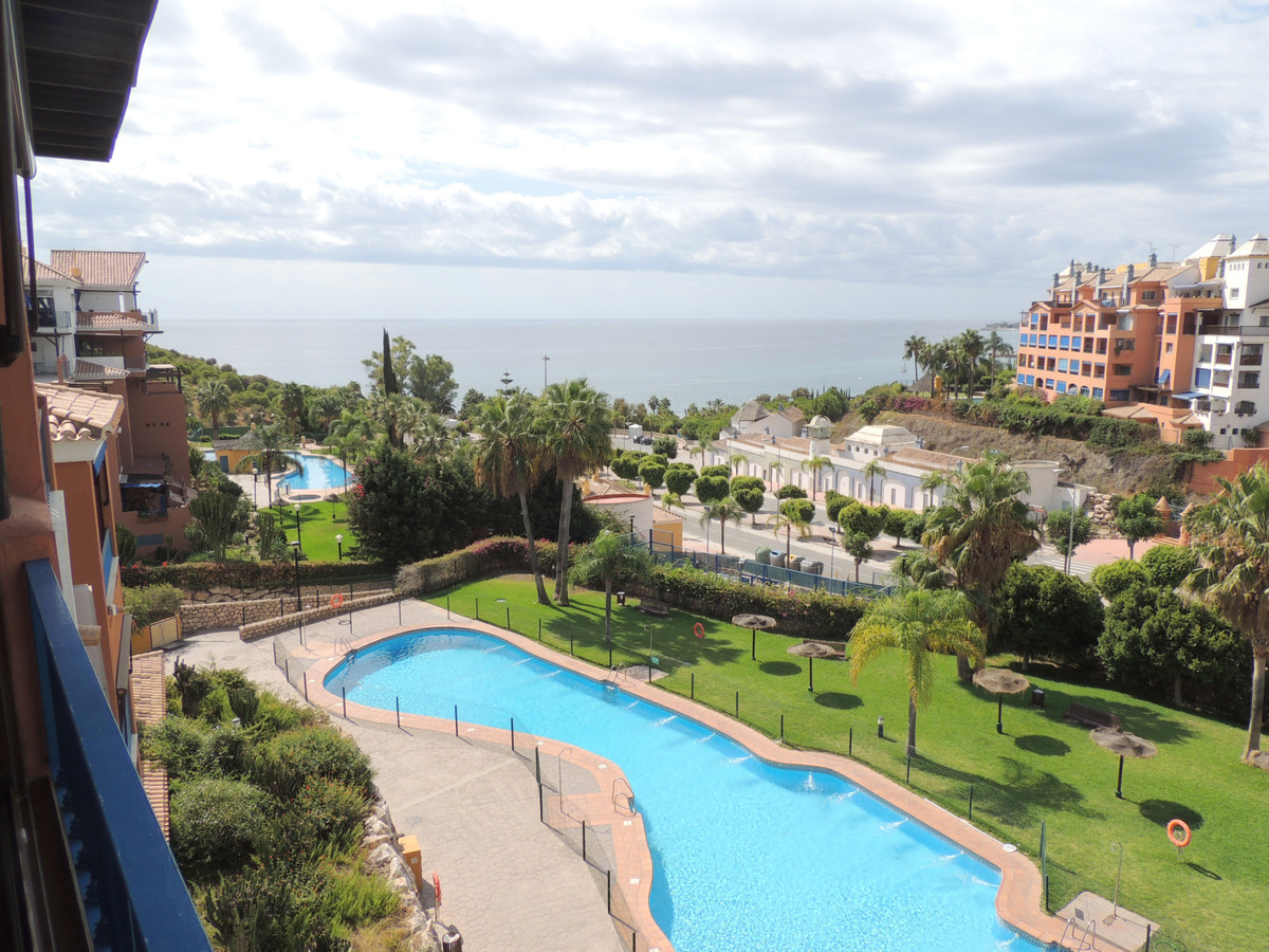 Beautiful apartment, at 4th level with lift, in a private urbanization with garden, pool, padel, and,Spain