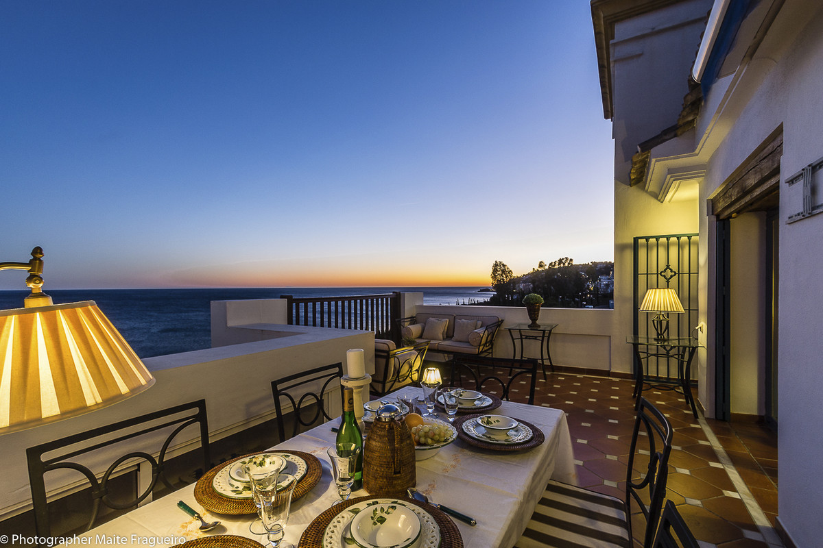 Superb penthouse of 133 M2 + terrace of 27 M2 on the 5th floor with elevator, located in first line ,Spain