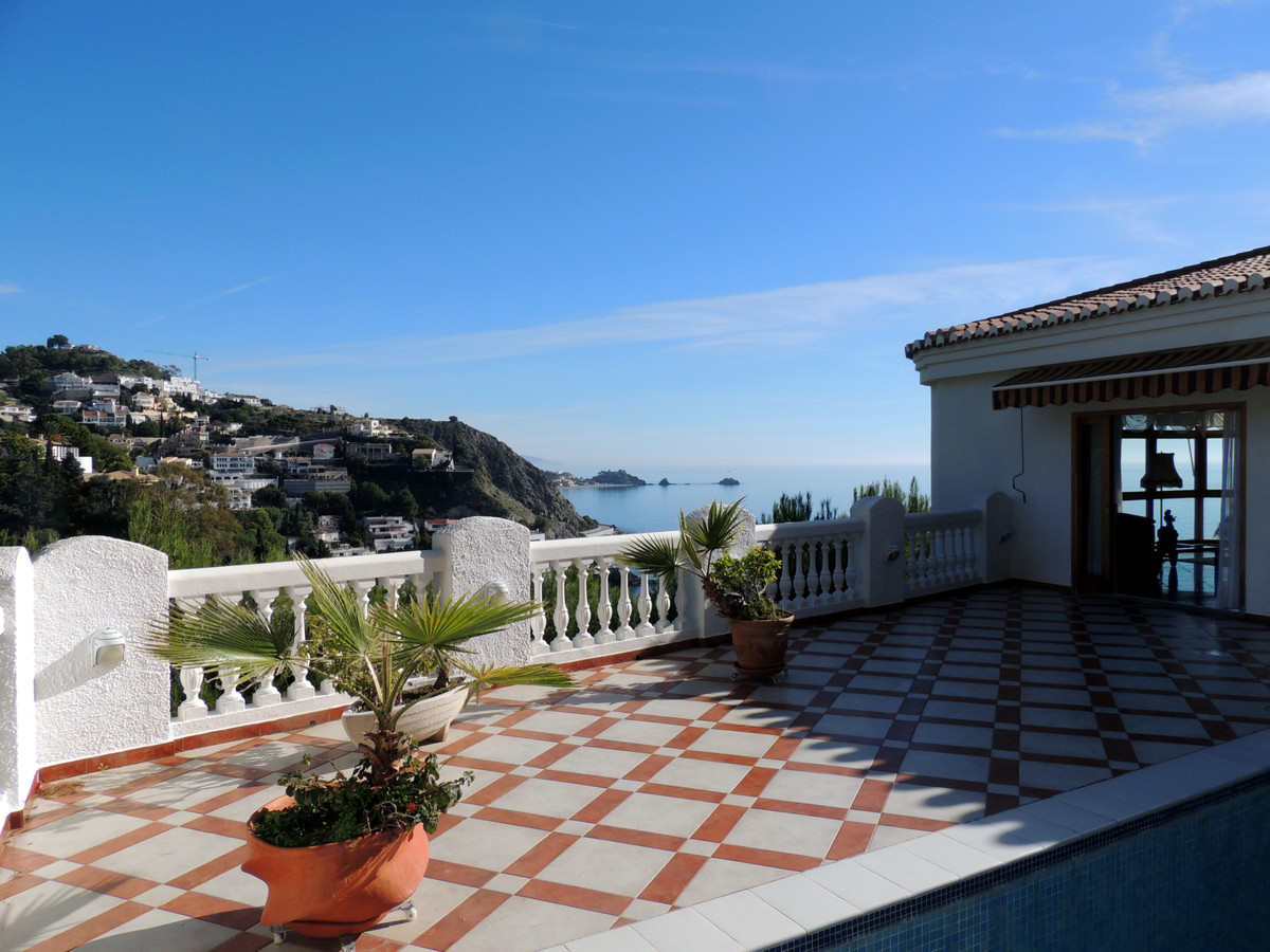 Very beautiful villa located at Cotobro, at 500m from the beach and 1,5 from centre town. 425m2 buil, Spain