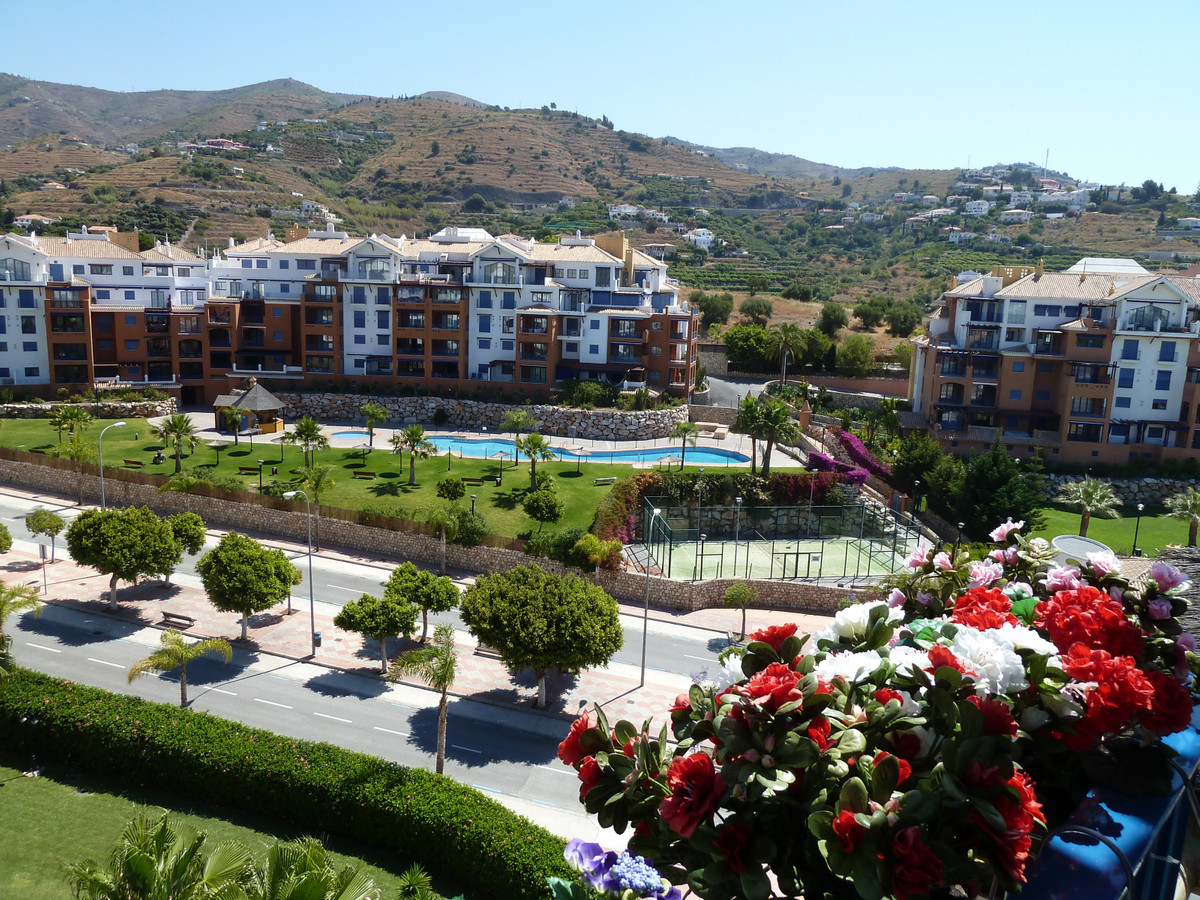 High quality penthouse on the first shoreline with salt water pool and sea view! Large terrace with ,Spain
