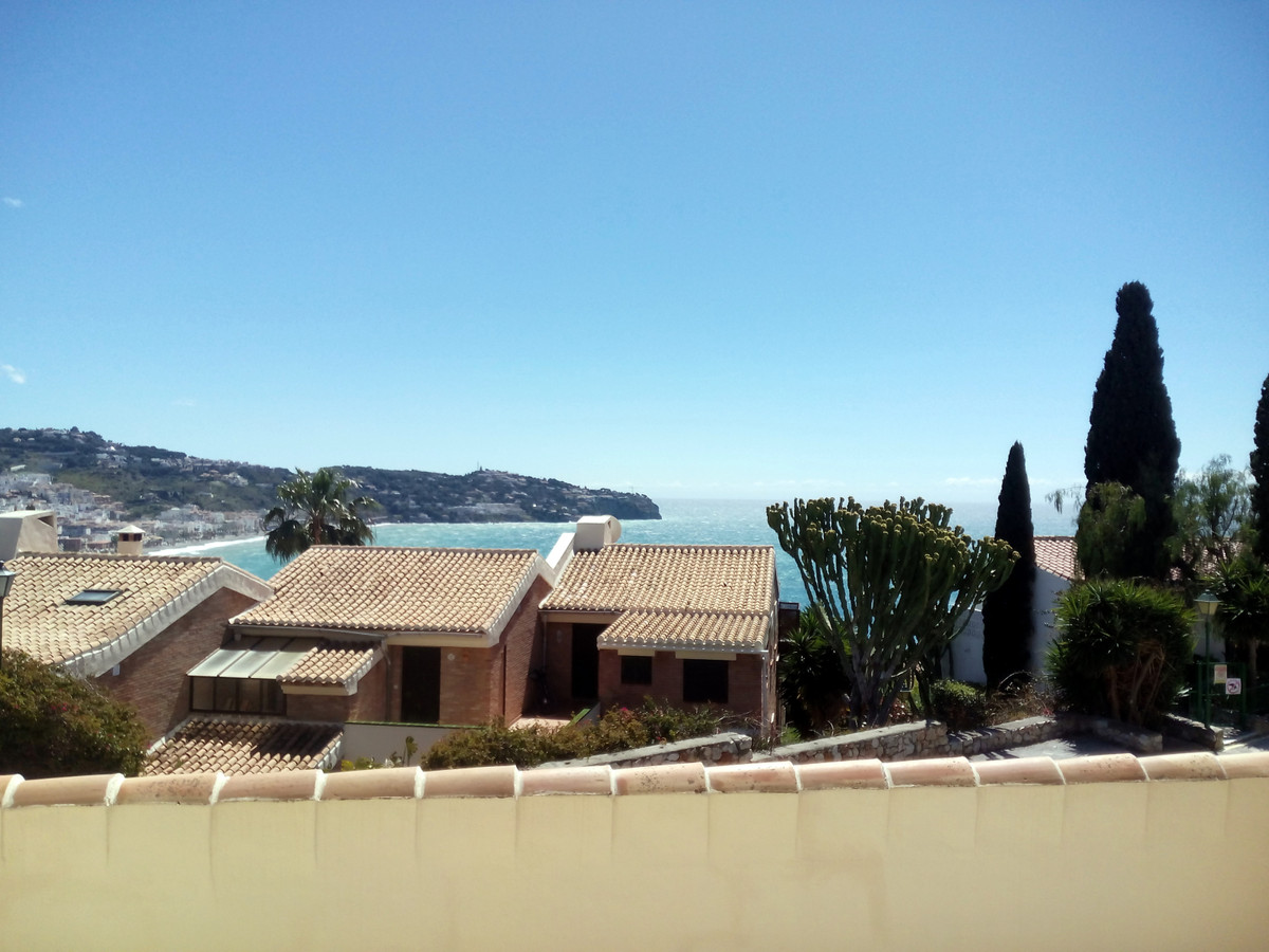 Fantastic apartment down floor, located at 2km from La Herradura center town and from 800m from the , Spain